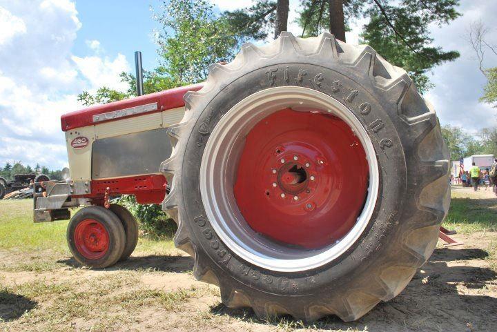 Bob_Peckham_Pulling_Tractor